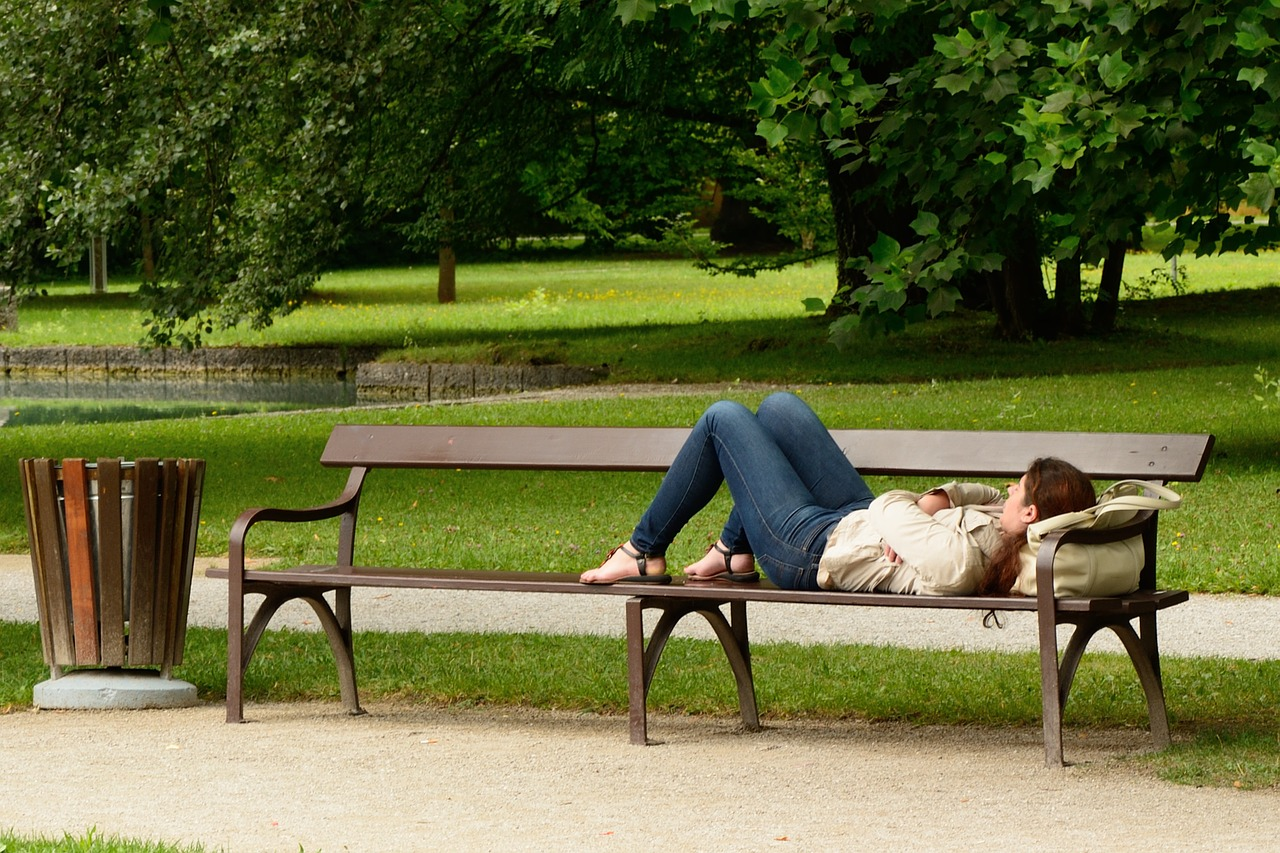 bench-890045_1280